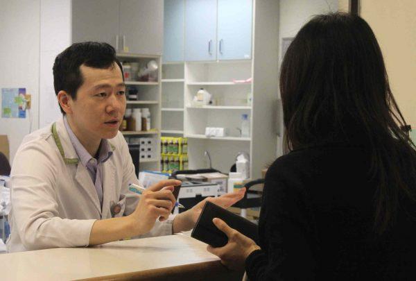 20160114-門診藥劑科櫃台2-1朱玉芬攝-600x405