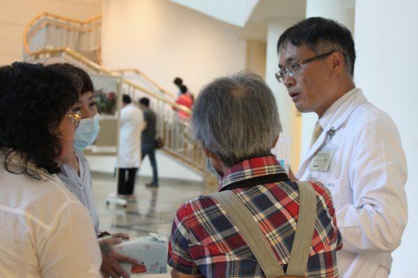 20160715紫羅蘭病友座談會-余本隆及病人告知散場-朱玉芬攝-3-600x399