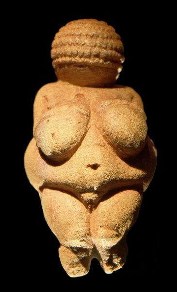 乳房01-Venus_of_Willendorf_frontview_retouched_2-365x600